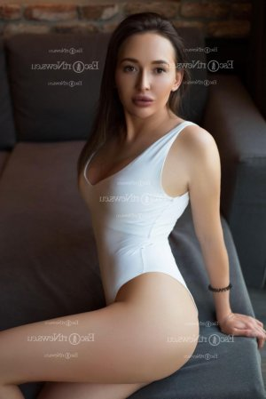 Emmelyne thai massage