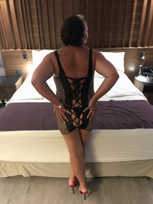 Nessayem call girl in Glasgow Kentucky